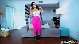 PAWG seductress Rose Monroe gets her..