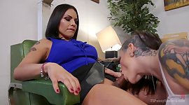 Tattooed courtesan Rizzo Ford gets..