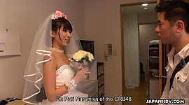 Japanese bride gives a oral..