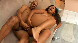 Corpulent dark-skinned whore gets..